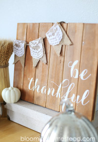 Be-Thankful-Pallet-Art-by-Blooming-Homestead-copy