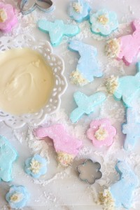 white-chocolate-dipped-coconut-marshmallows-19-682x1024