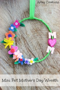 Mini-Mother's-Day-Wreath-Artzy Creations