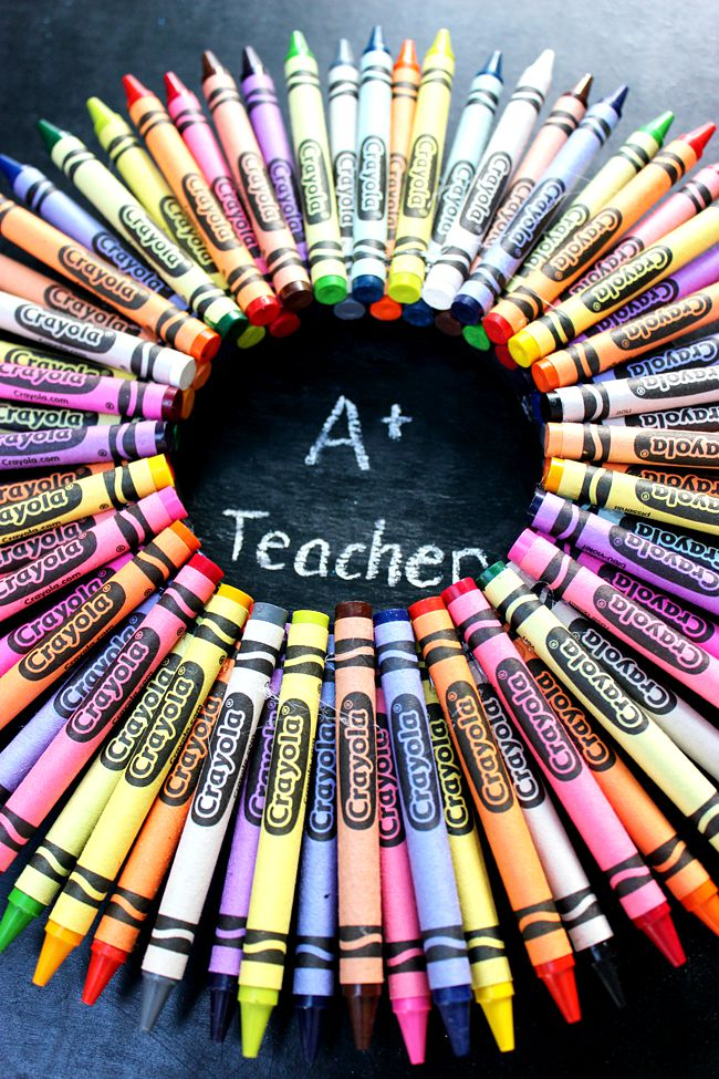 Teacher-Crayon-Wreath-Artzy Creations7